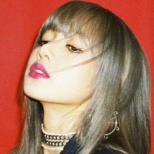 """Lisa (Blackpink): """"Hoa hồng xứ khác"""" của showbiz Hàn"""