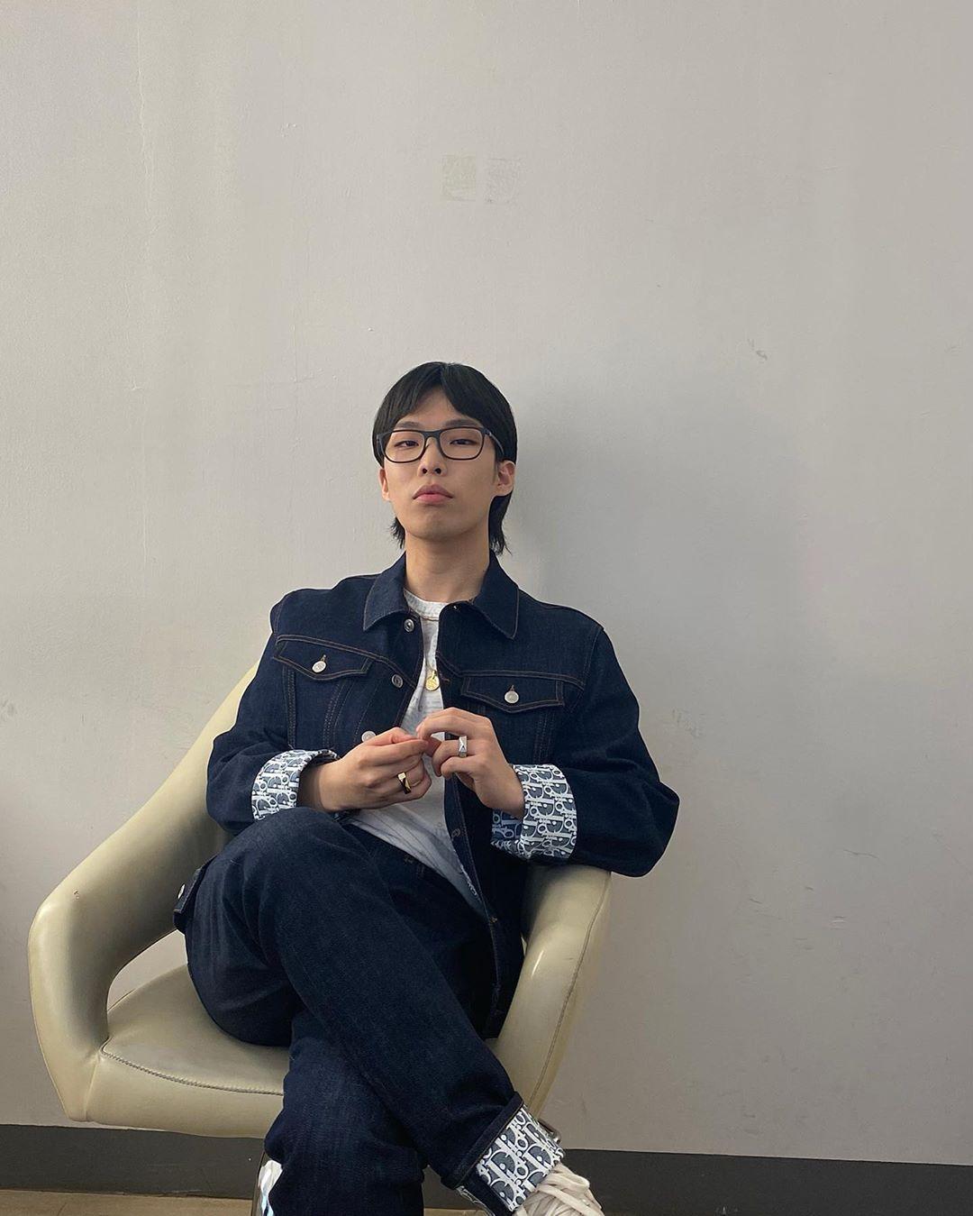 AKMU Chanhyuk 310520-sao nam mac dep-elleman-0520