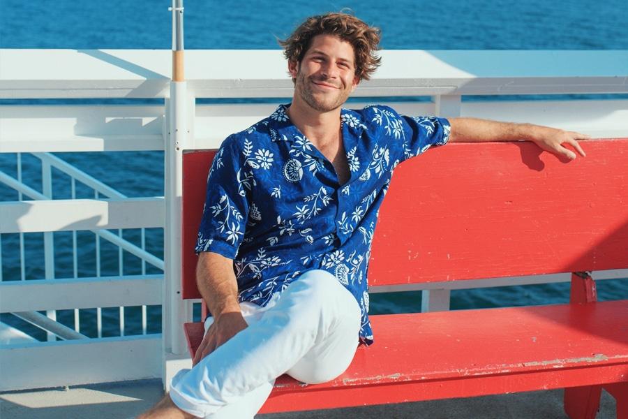 áo hawaii quần jean trắng