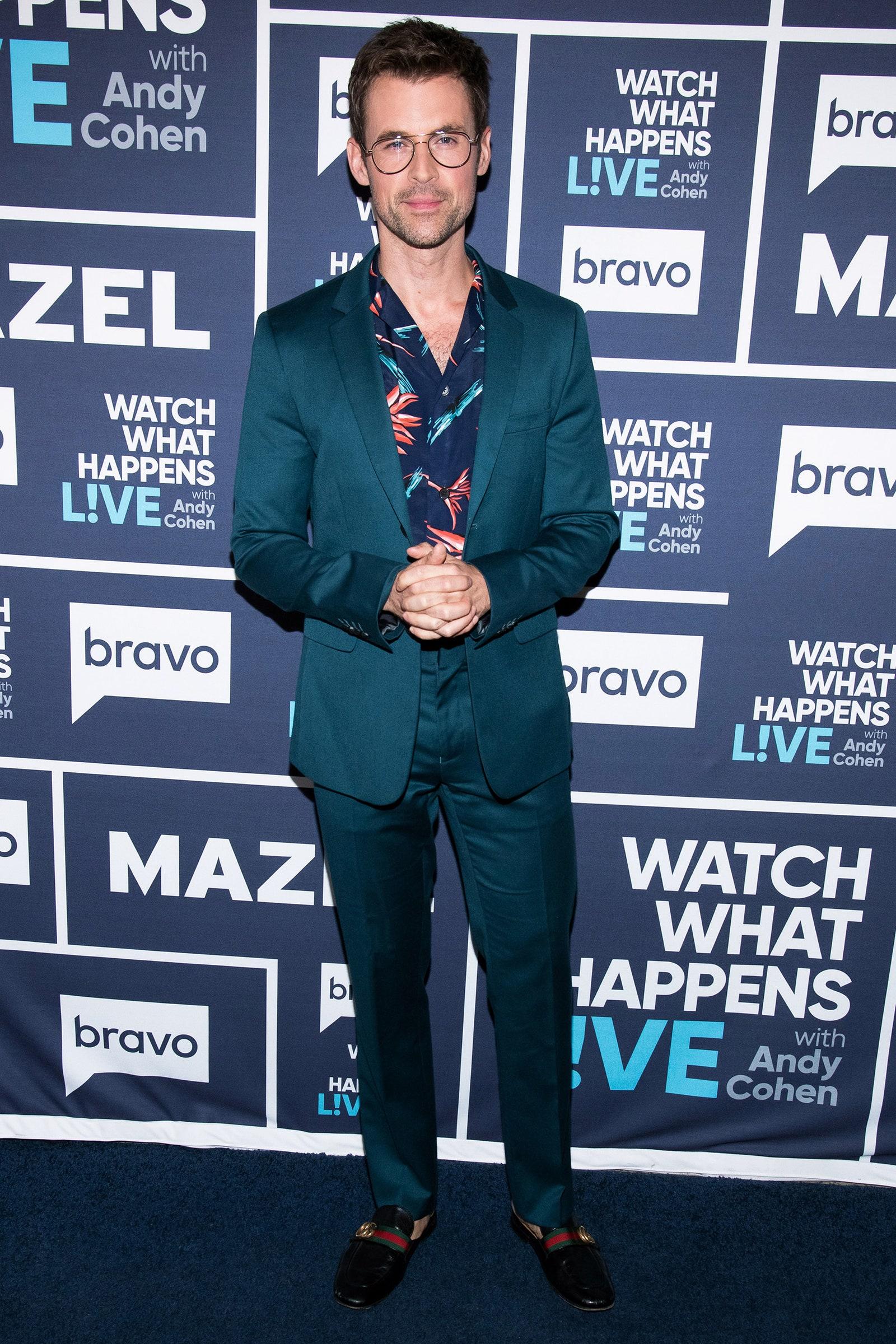 áo hawaii và suit xanh