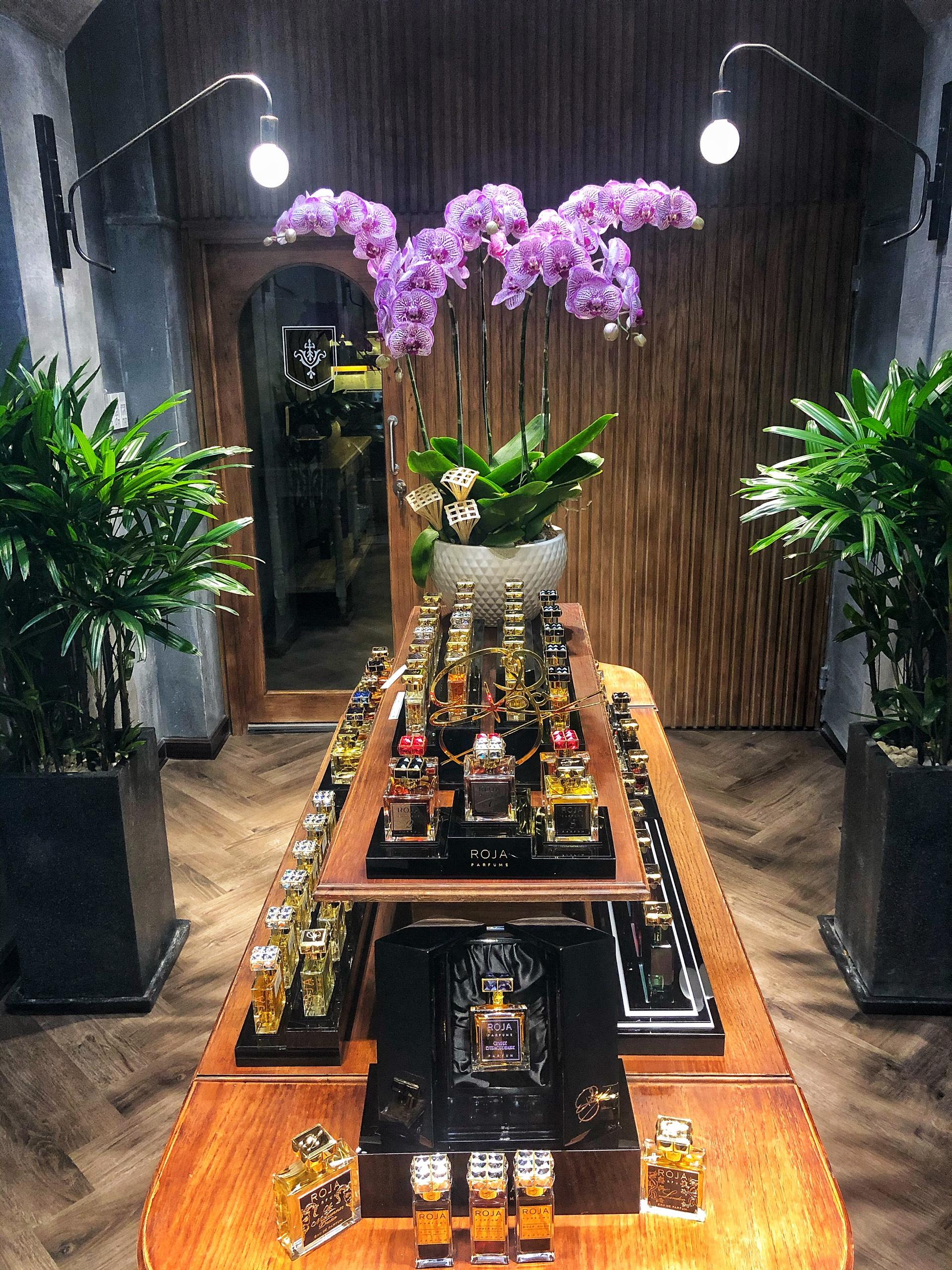 viinriic niche perfume bên trong cửa hàng