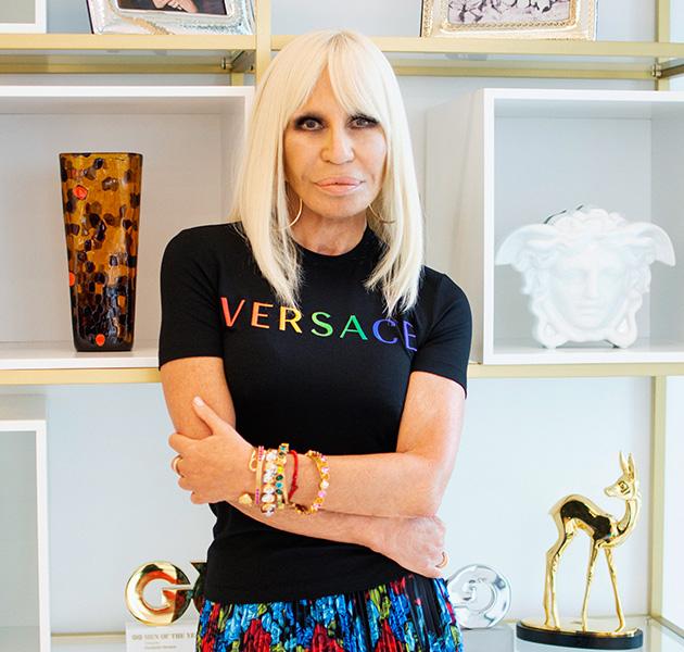 bst kỷ niệm tháng pride của versace do giám đốc