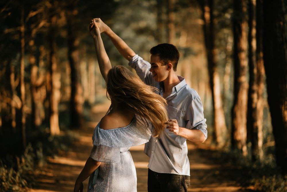cặp đôi nhảy múa
