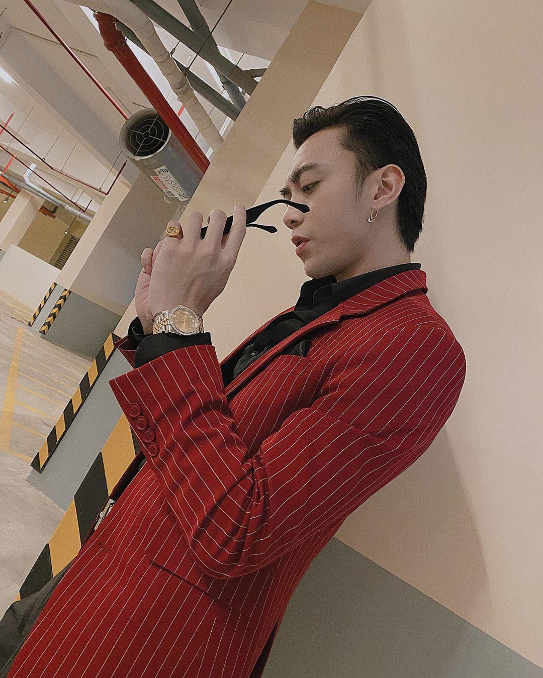 soobin hoàng sơn mặc áo suit jacket đỏ