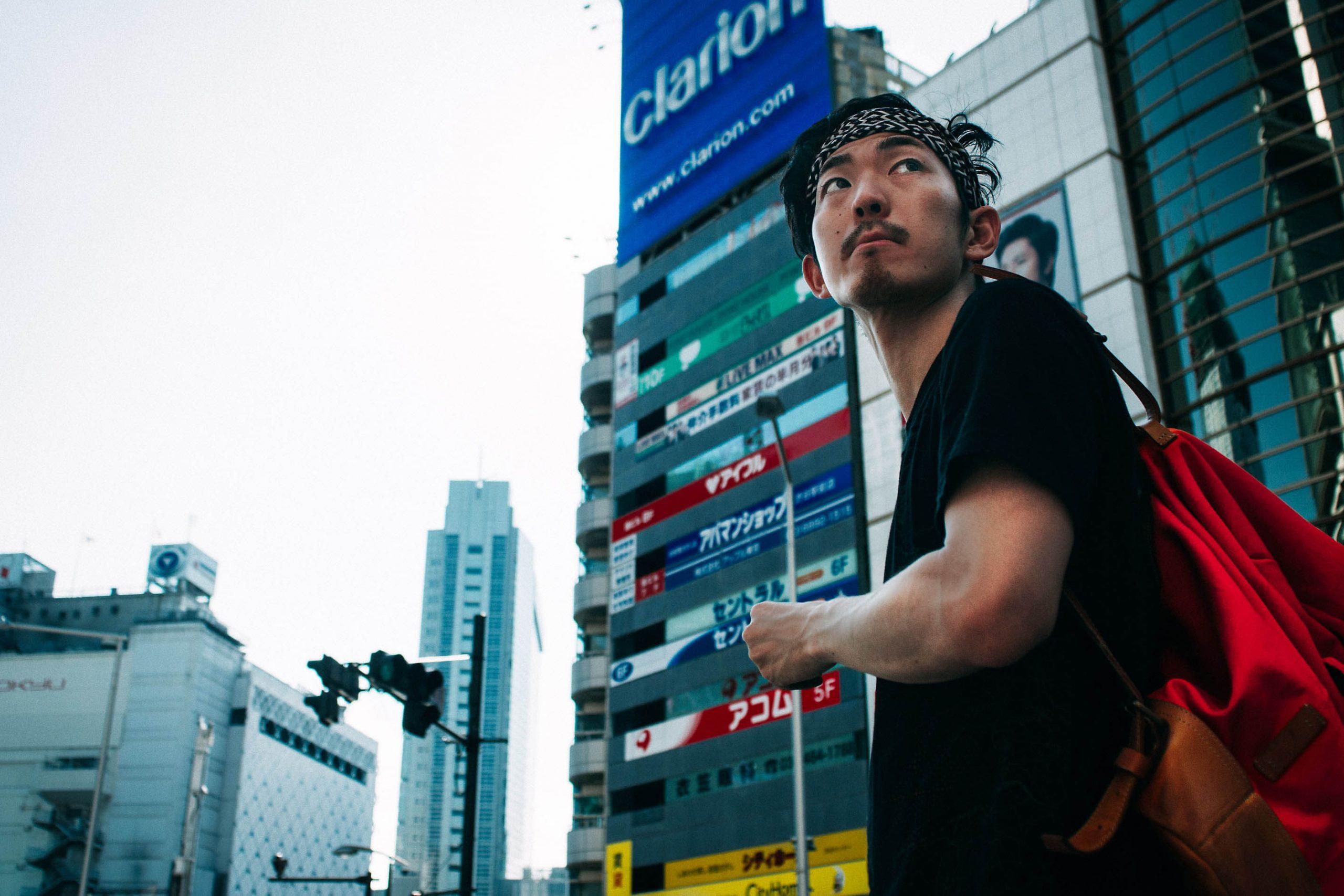 người đàn ông ở thành phố Nhật Bản.