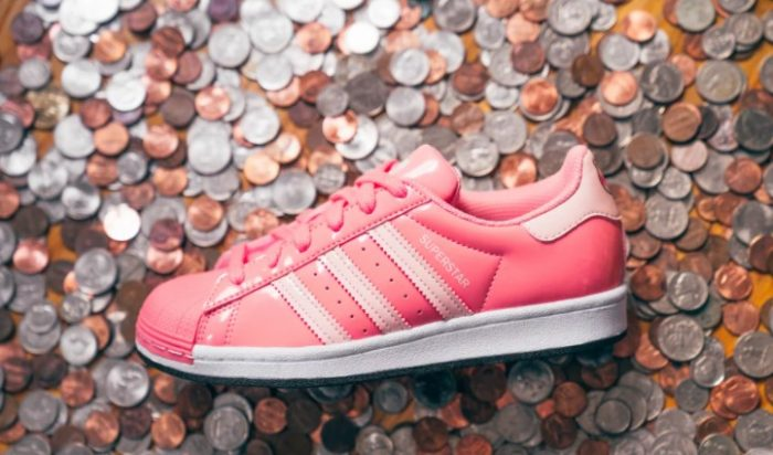 giày thể thao ( 1-8.10.2020- -Adidas-Hamm-x-Superstar-Shoes-Toy-Story-700x412