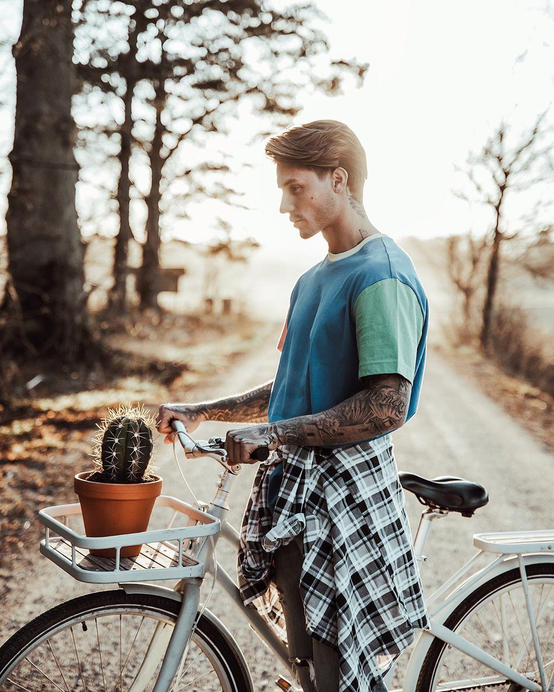 phối đồ với áo sơ mi flannel - johnny