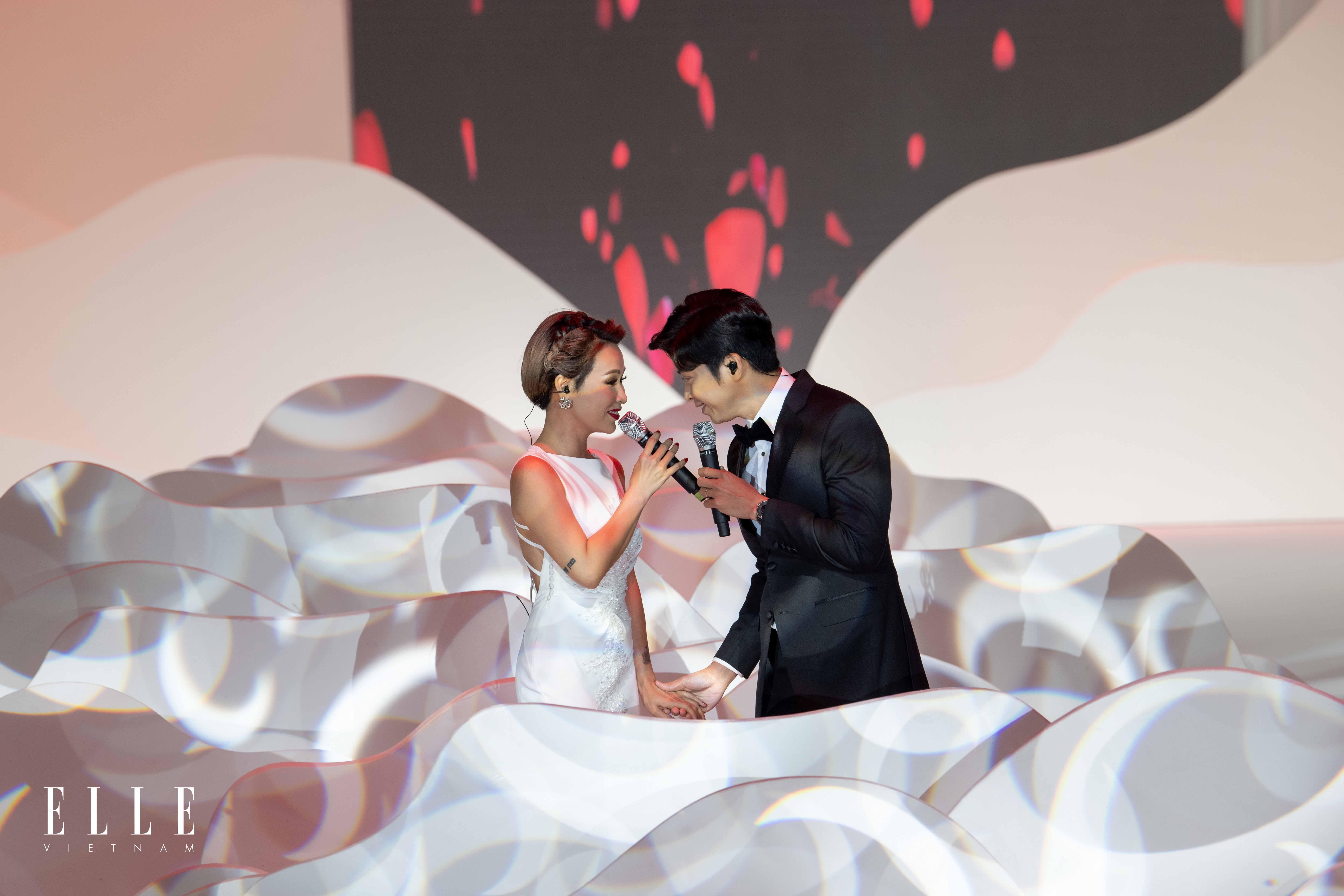 uyên linh và lân nhã hát khai mạc elle wedding art gallery