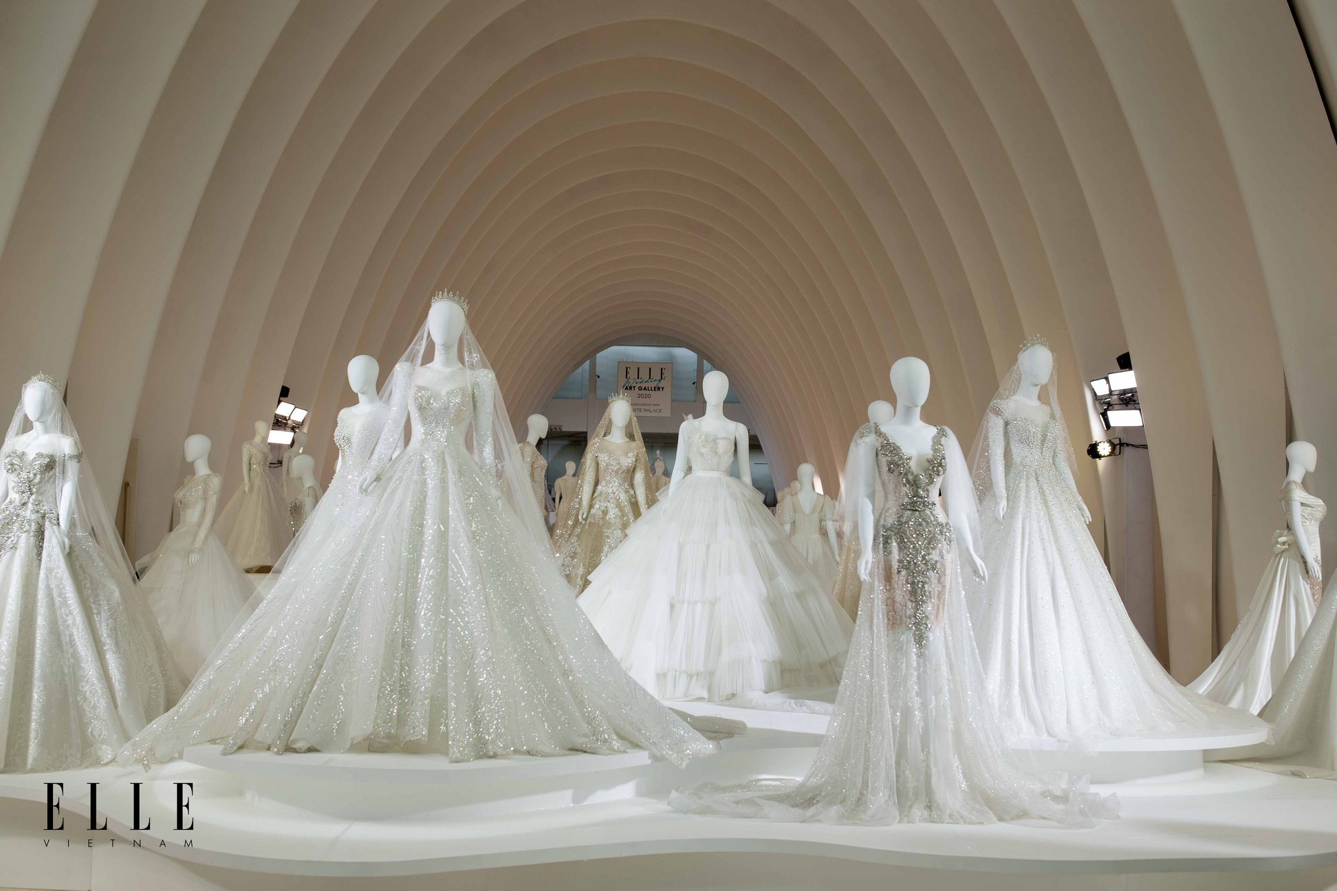 elle-wedding-art-gallery_trung-bay-120-ao-cuoi