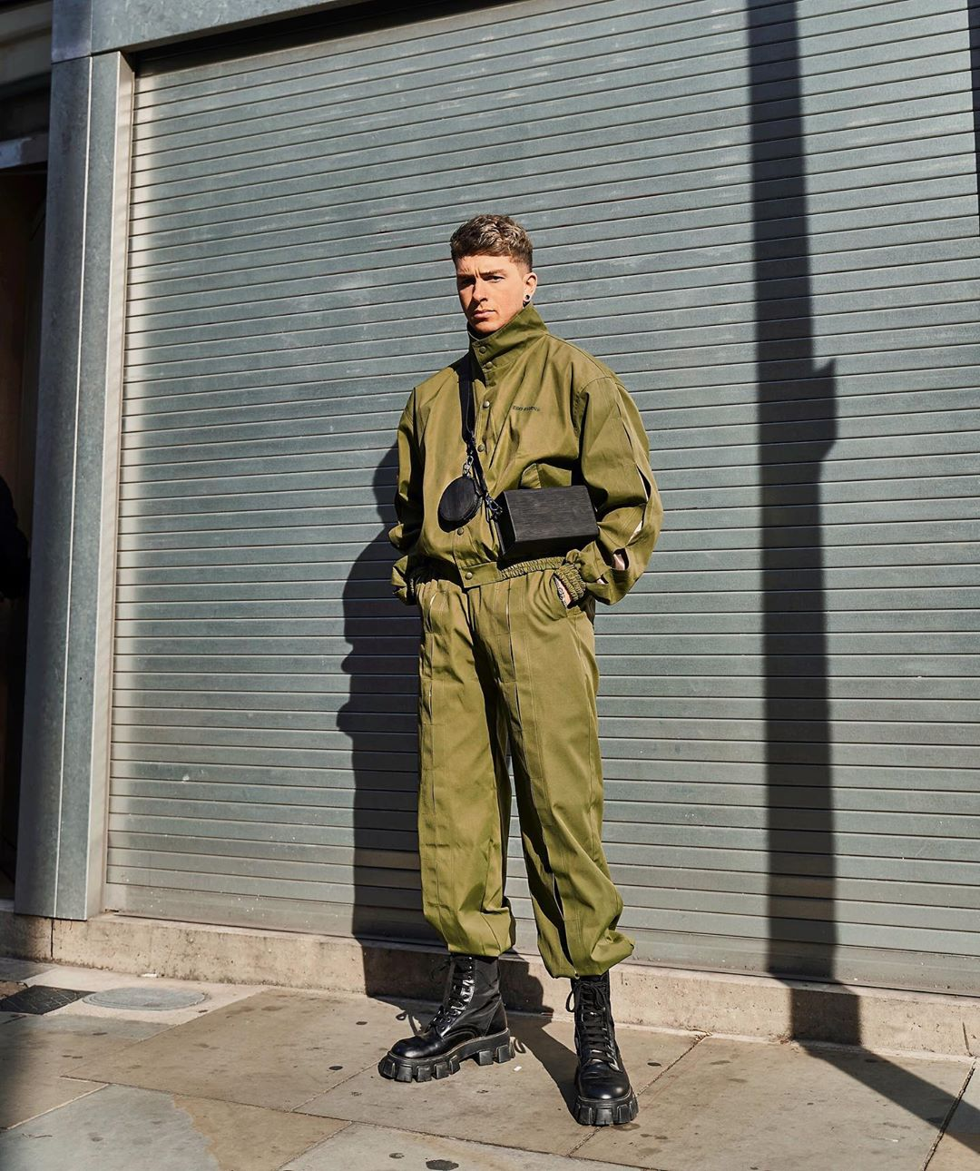 gallucks diện tracksuit xanh olive