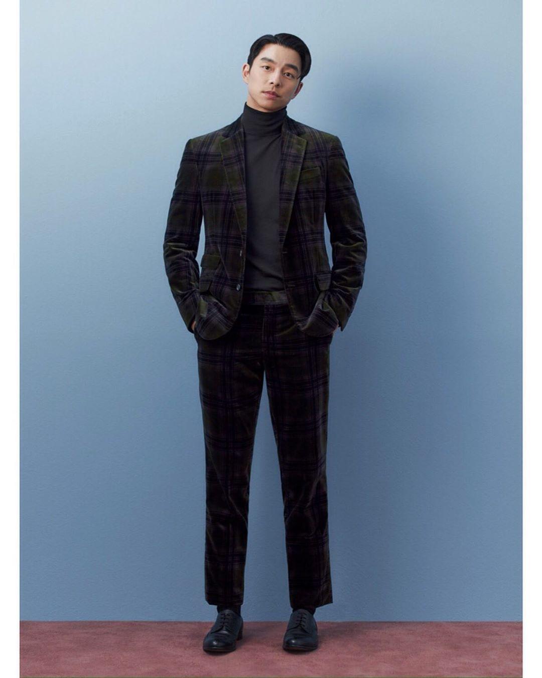 gong yoo mặc suit nhung kẻ ô