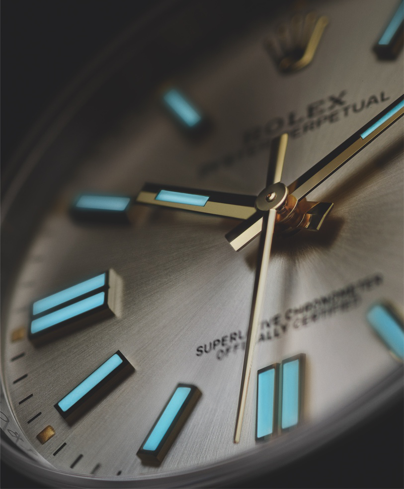 rolex_mat-dong-ho-phat-sang-rolex-Oyster-Perpetual