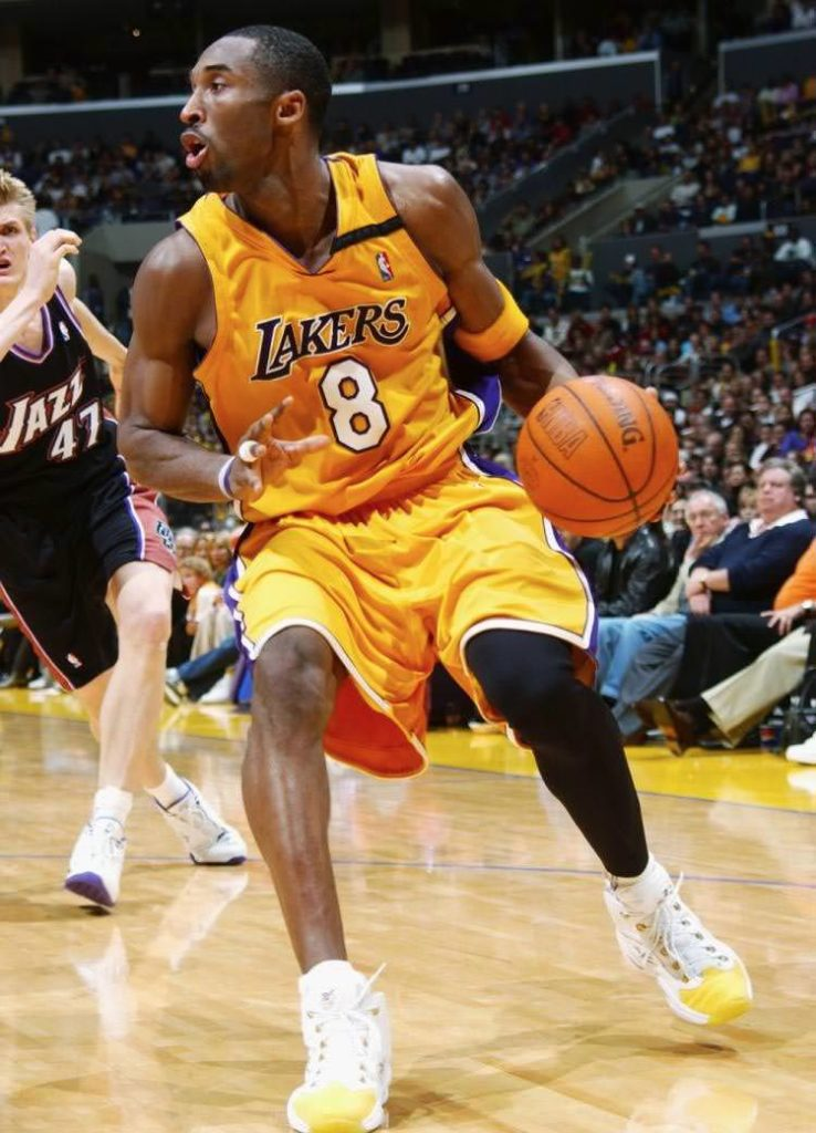 giày thể thao reebok question mid yellow toe kobe bryant
