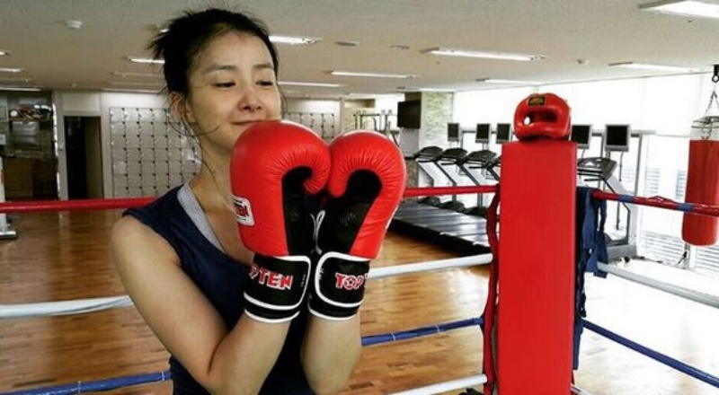 lee si young tap boxing - elle man