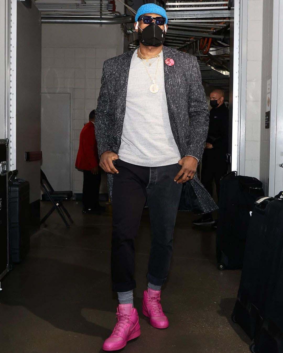 le-bron-james mang giày nike x ambush hot pink