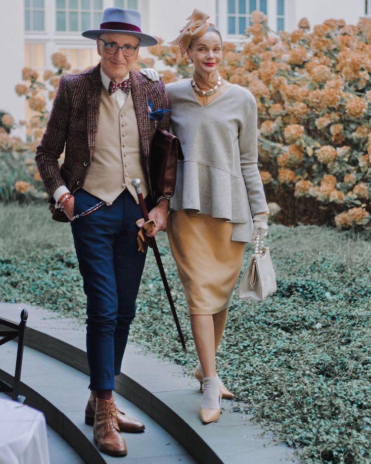 Cặp đôi chọn cho mình bộ trang phục cổ điển, sang trọng. Ảnh: @mymordernmet