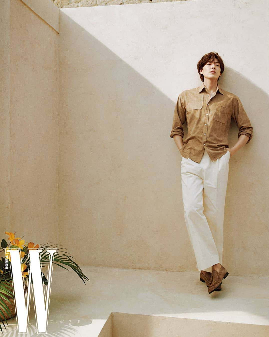 thời trang kim woo bin w korea 4/2021