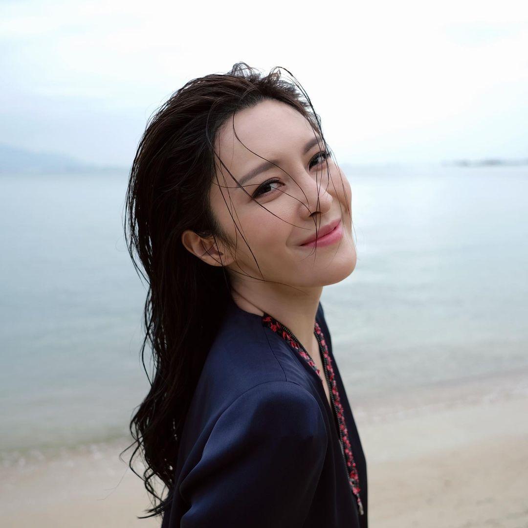 nu dien vien hong kong truong hy van - elle man (1)