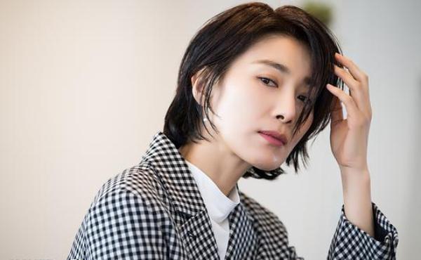 dien vien kim seo hyung elle 8.1