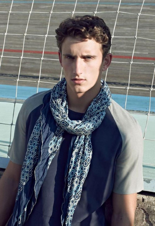 Mẫu nam choàng khăn vải lanh thời trang