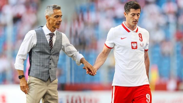 Paulo Sousa cùng bộ trang phục đầy ấn tượng tại EURO 2020