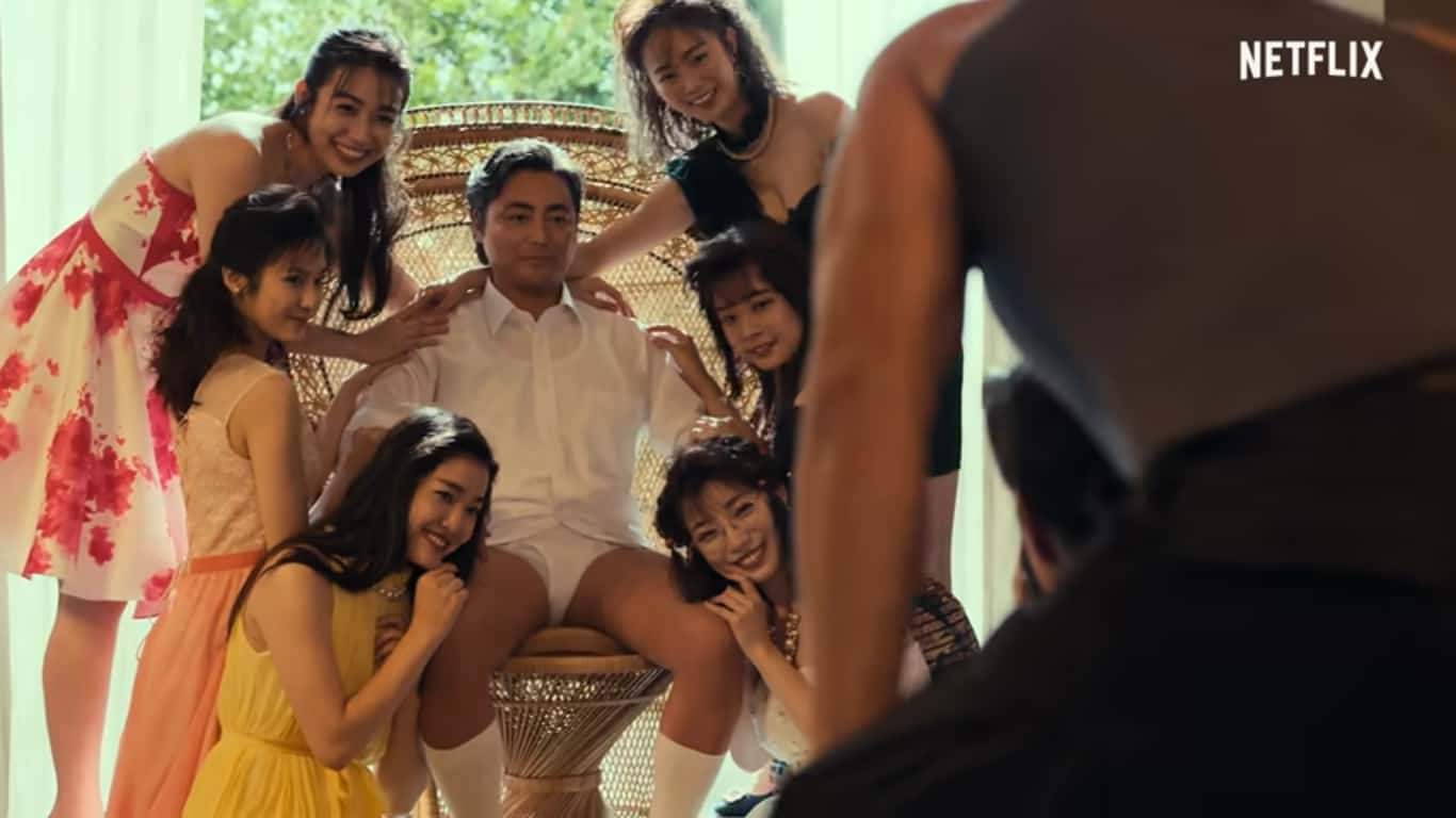 Đạo diễn Toru Muranishi và những nữ diễn viên JAV (trong phim The Naked Director)