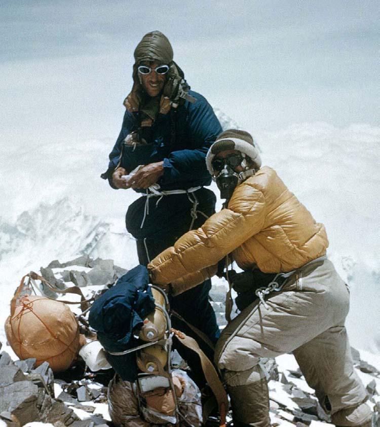 Ngài Edmund Hillary và Tenzing Norgay trong chuyến leo lên đỉnh Everest.