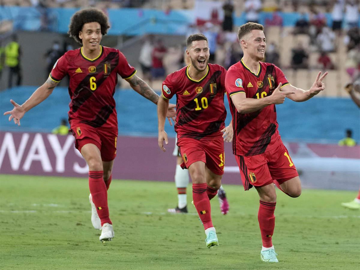 Thorgan Hazard ăn mừng siêu phẩm vào lưới Bồ Đào Nha.