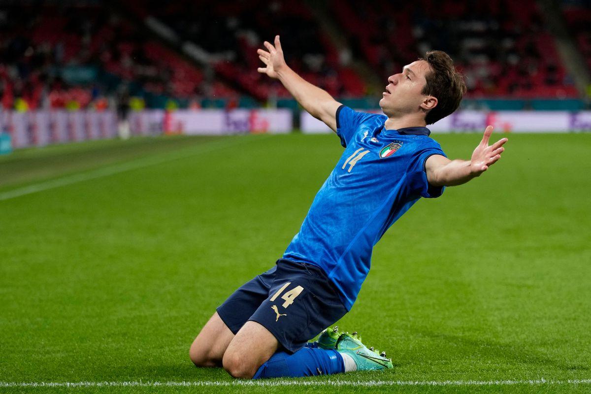 Federico Chiesa ăn mừng sau bàn thắng đầu tiên.
