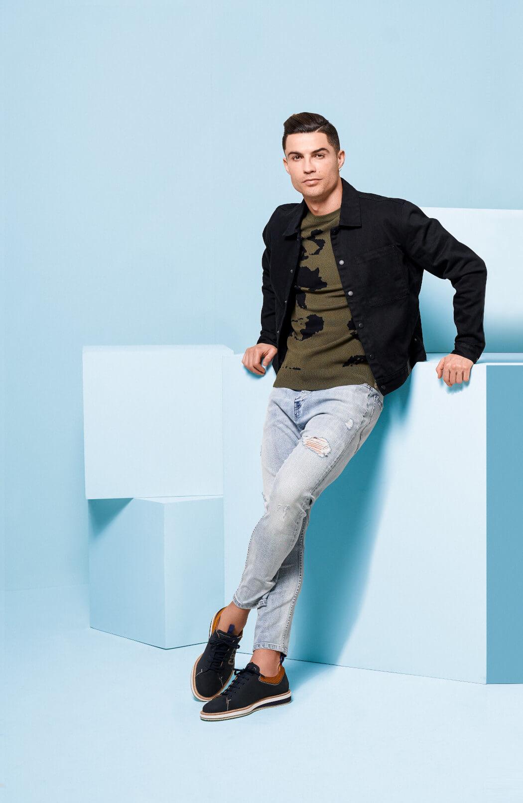 Cristiano Ronaldo và nhãn hàng thời trang của chính anh