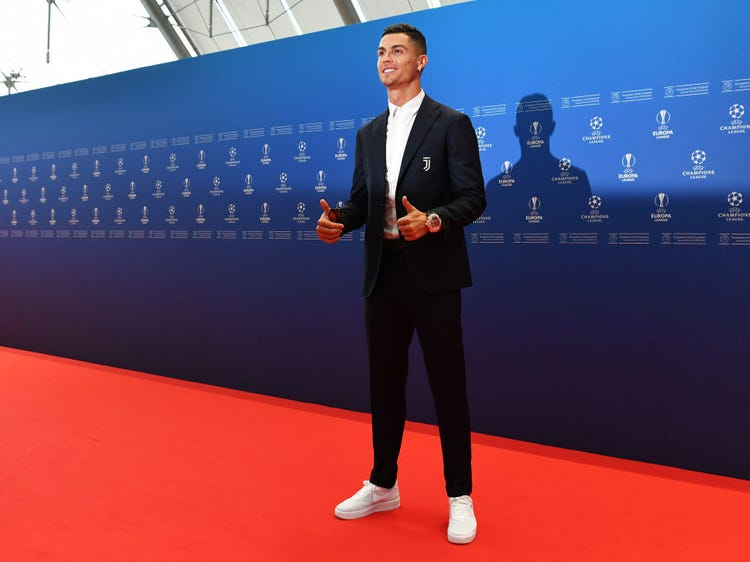 "Cristiano Ronaldo ""suit up"" tại một sự kiện của UEFA"