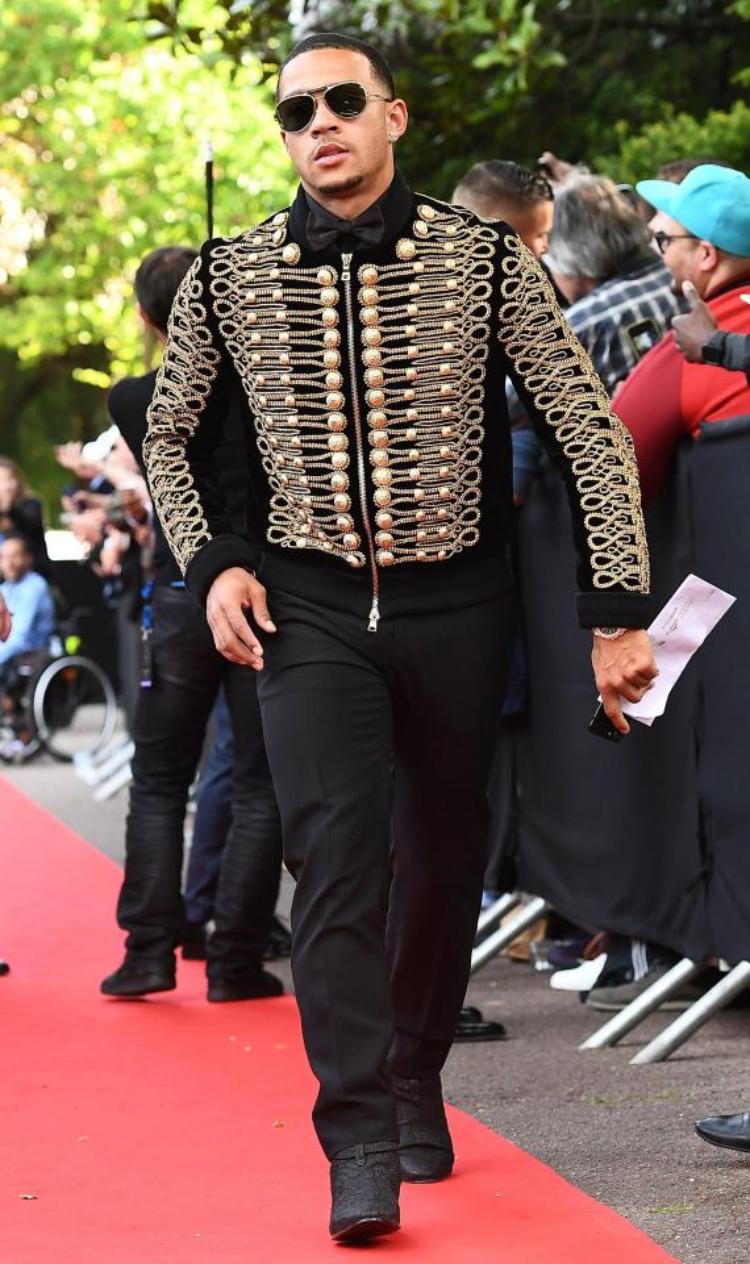 Memphis Depay cùng cảm hứng thời trang từ Michael Jackson