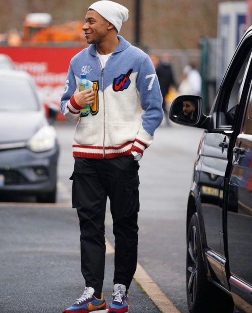 Kylian Mbappe cùng một bộ outfit All Nike với các item cực hype