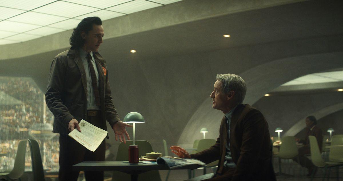 Loki và Mobius - nhân viên cấp cao của TVA .