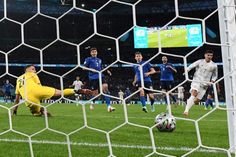 Morata ghi bàn gỡ hoà vào lưới Italy Euro 2020.