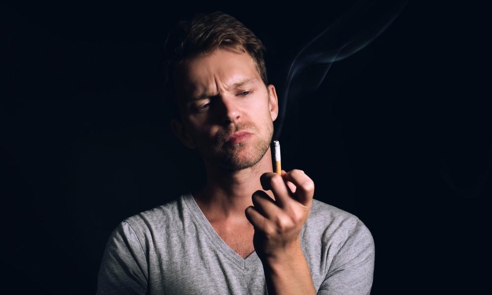 hút thuốc gây hôi miệng