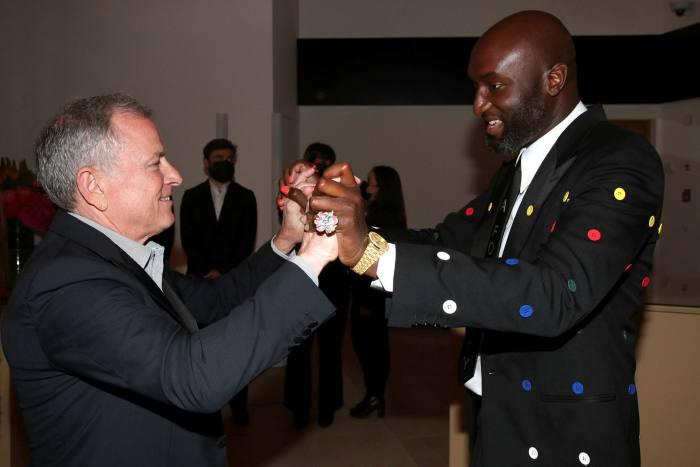 Giám đốc điều hành Michael Burke và Giám đốc Nghệ thuật Virgil Abloh của Louis Vuitton.