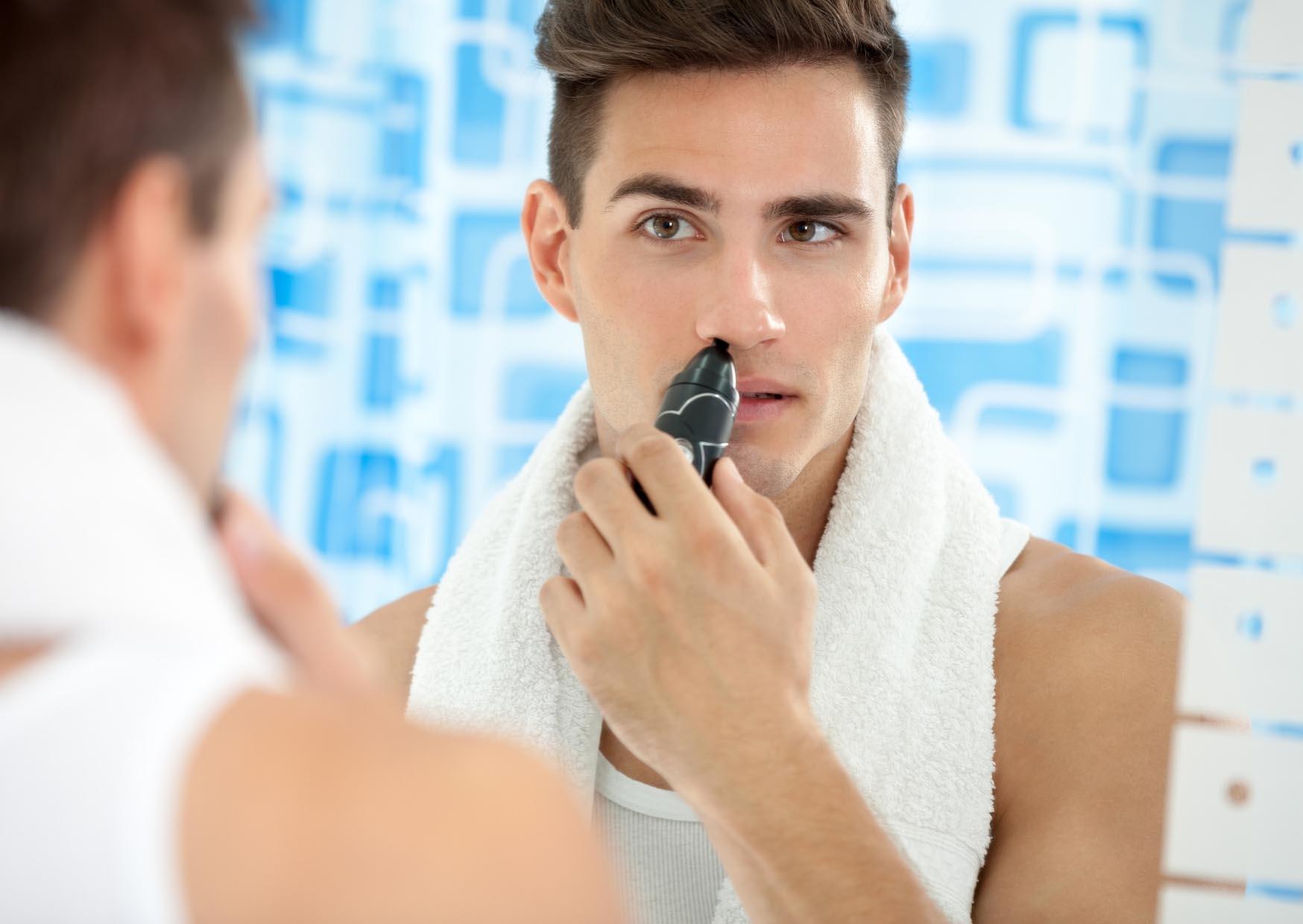 lỗi ngoại hình người đàn ông tỉa lông mũi
