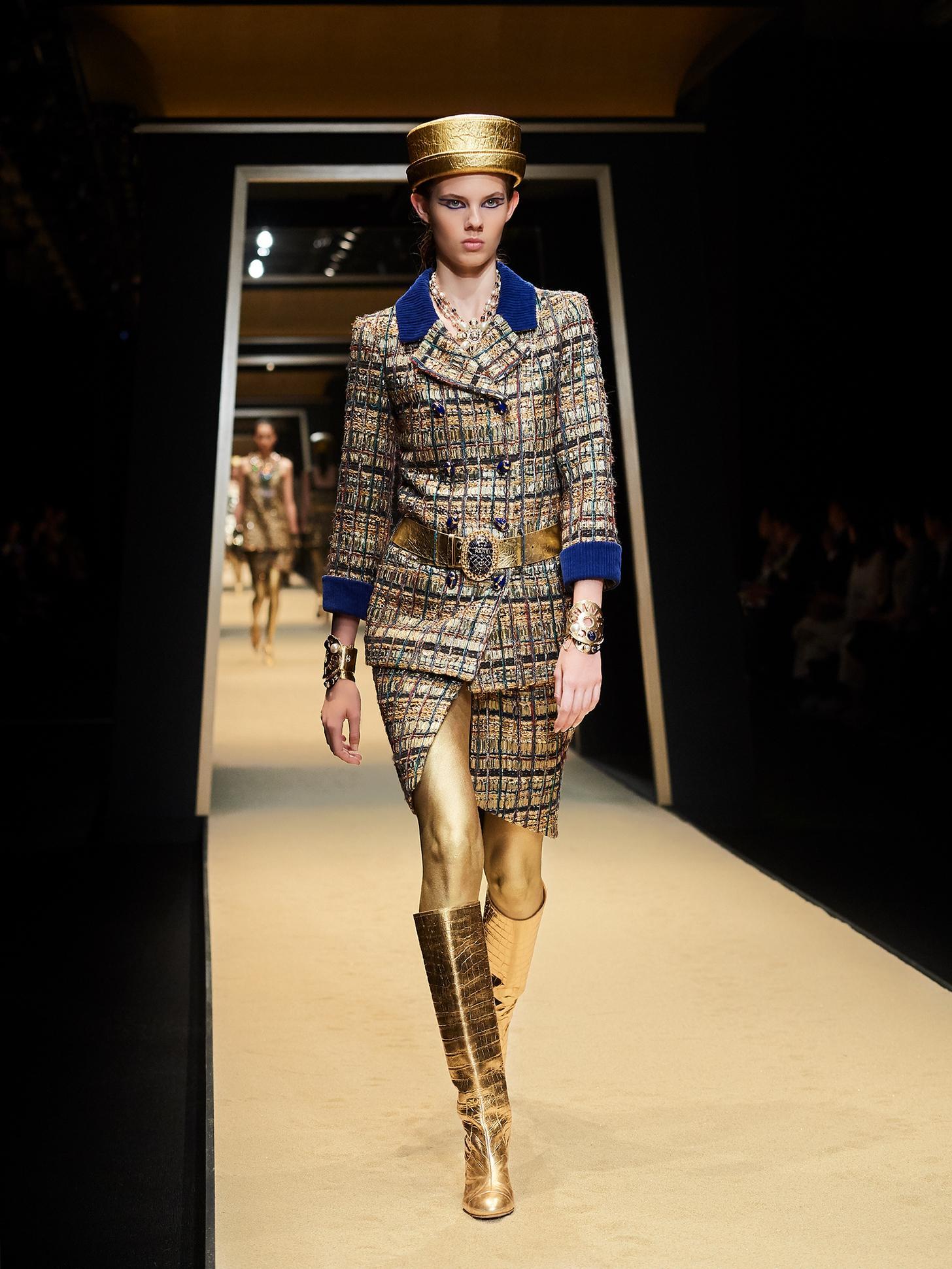 Một trong những trang phục thuộc BST Chanel Métier d'art Paris kết hợp giữa Cyril Kongo và huyền thoại Karl Lagerfeld