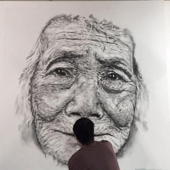 Hom Nguyen vẽ chân dung.