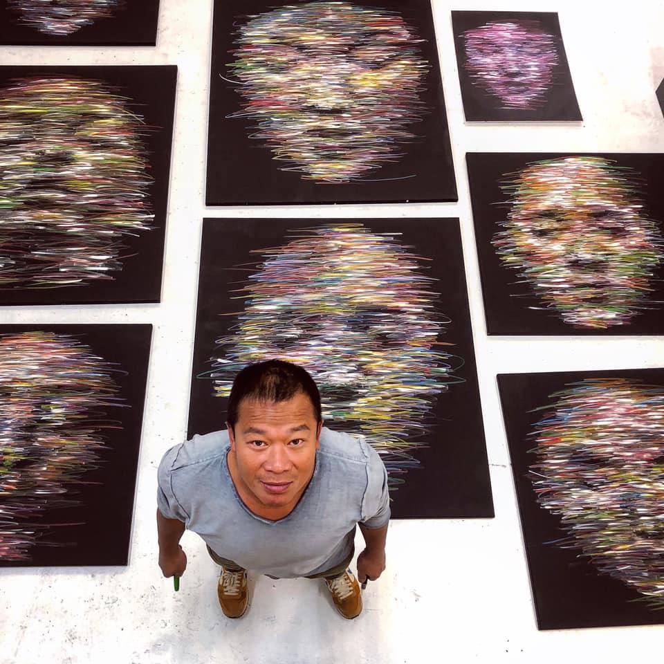 Hom Nguyen ghi dấu ấn với những bức chân dung khổ lớn.