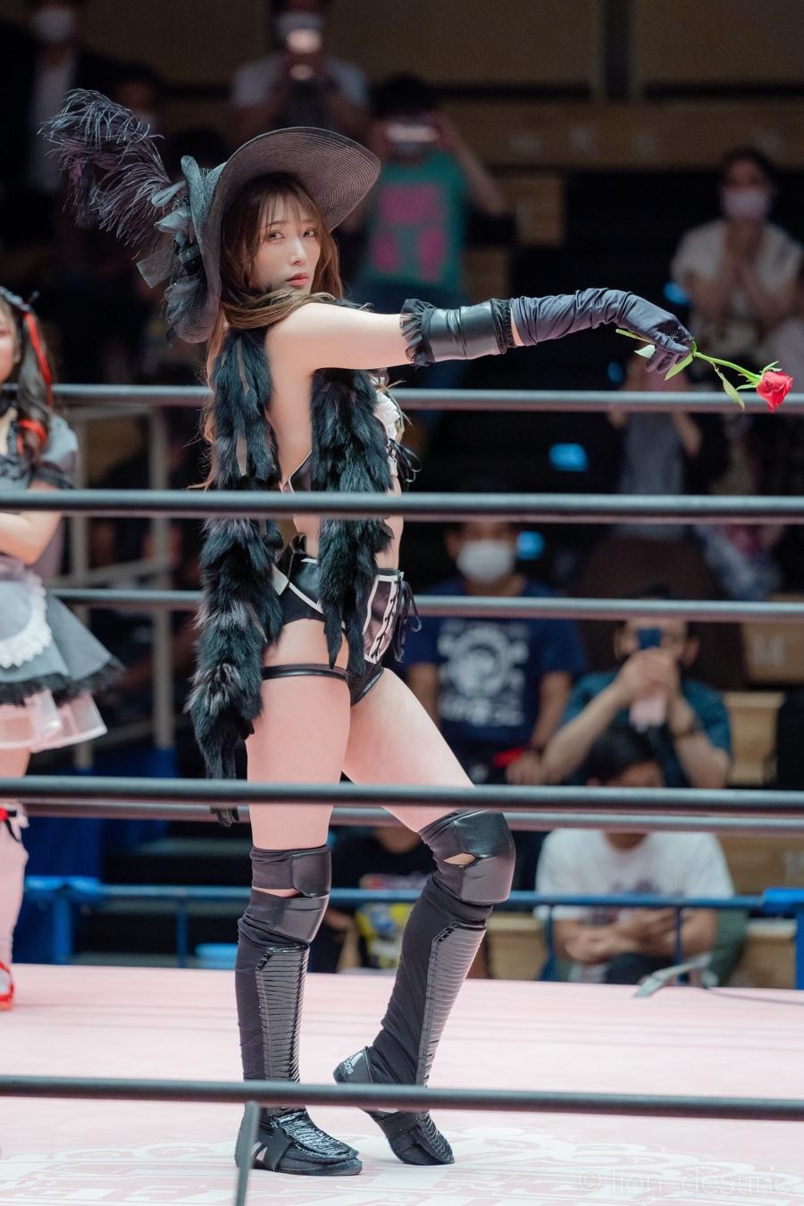 Saki Akai xinh đẹp trên đấu trường