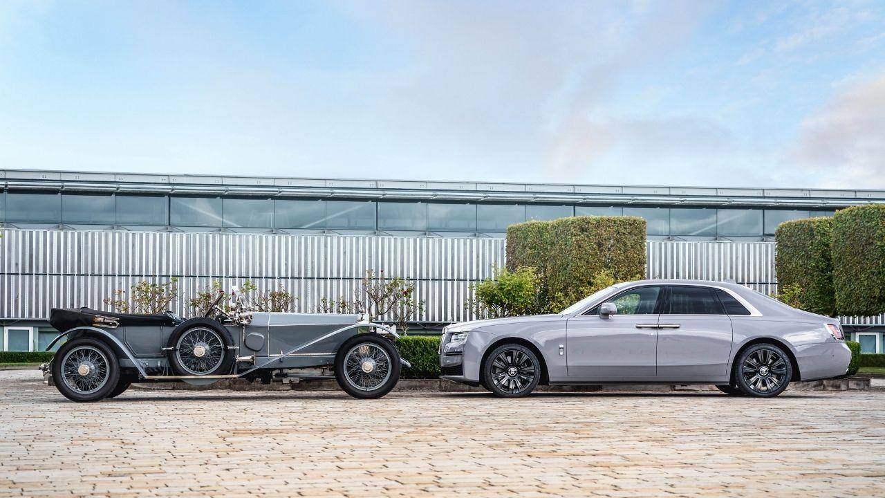 Silver Ghost – 'Chiếc xe tốt nhất thế giới' (bên trái) đối diện với New Ghost 2020 (bên phải) – hai thiết kế của một dòng xe qua hơn 100 năm
