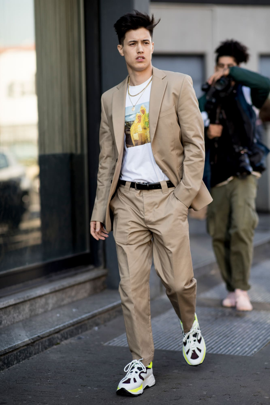diện đồ trên phố bộ suit màu beige