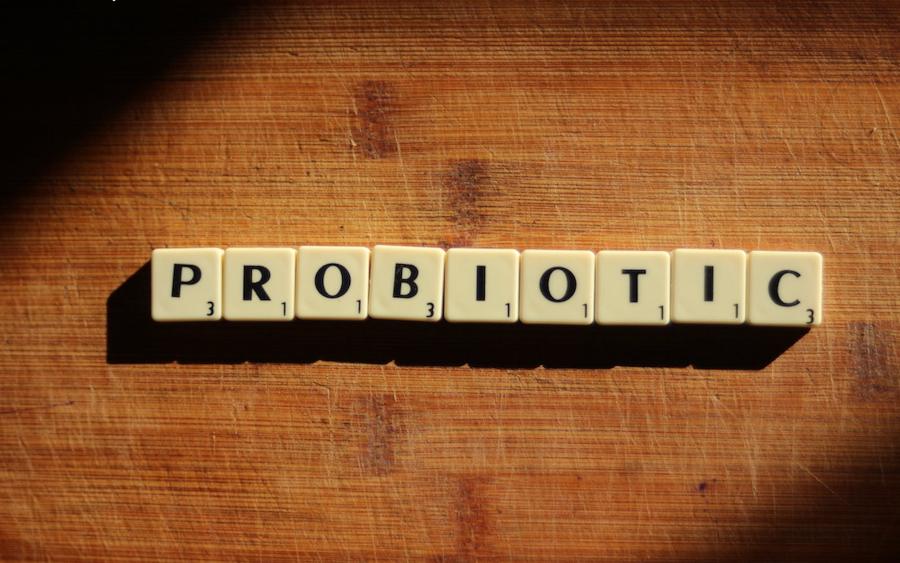 Bổ sung lợi khuẩn bằng các loại men vi sinh và men tiêu hóa
