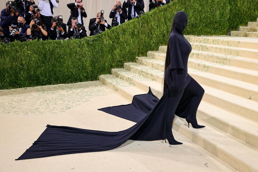 Kim Kardashian tại met gala 2021