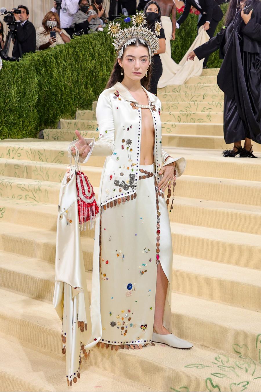 Lorde tại met gala 2021