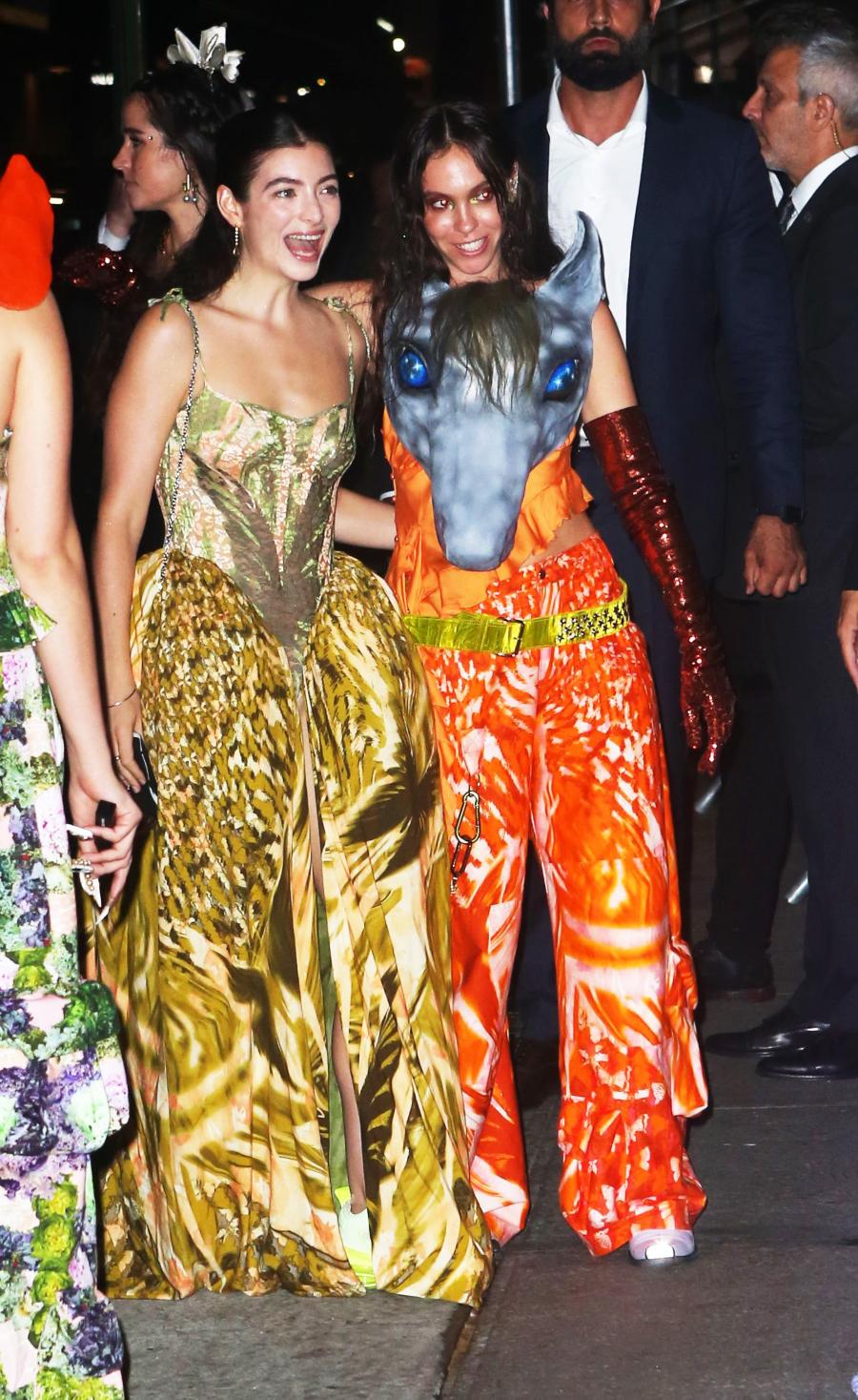Lorde xinh đẹp như công chúa tại bữa tiệc after party