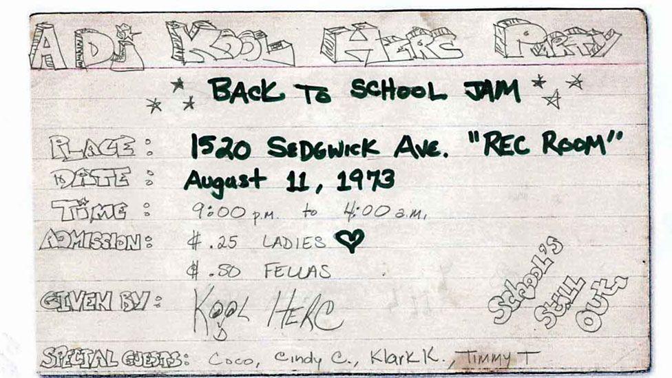 """Tờ rơi """"Bữa tiệc của DJ Kool Herc"""" và slogan """"Back to school jam"""" về buổi tiệc được vẽ bằng tay trên những tấm thẻ in dòng kẻ xuất hiện trên khắp Bronx."""