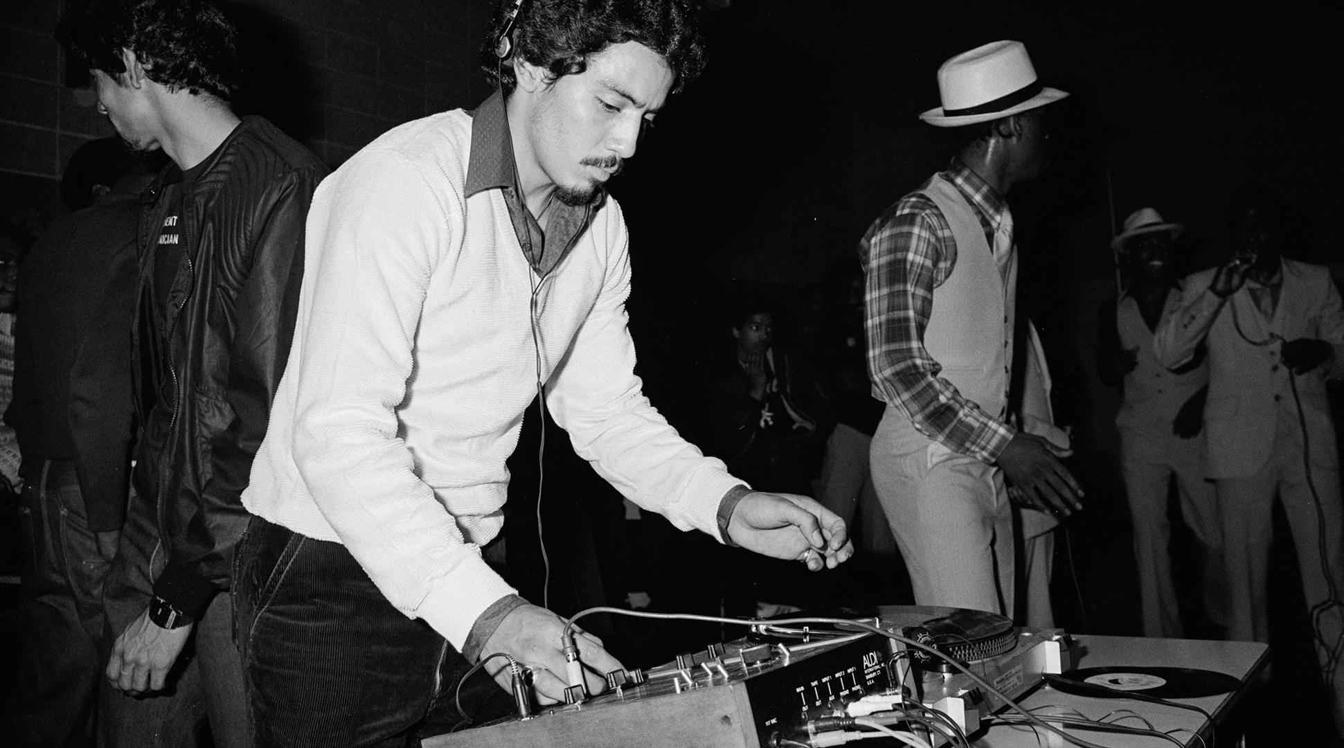 Từ bữa tiệc của DJ Kool Herc mà văn hoá hip-hop thực sự bắt đầu, mở ra một kỷ nguyên và một dòng nhạc xuất phát từ những thứ chân thực nhất của đường phố và xã hội.